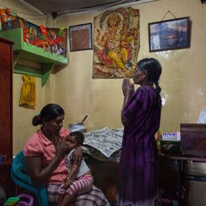 Progetto fotografico le madri di Ceylon di Francesca Guarnaschelli anziane