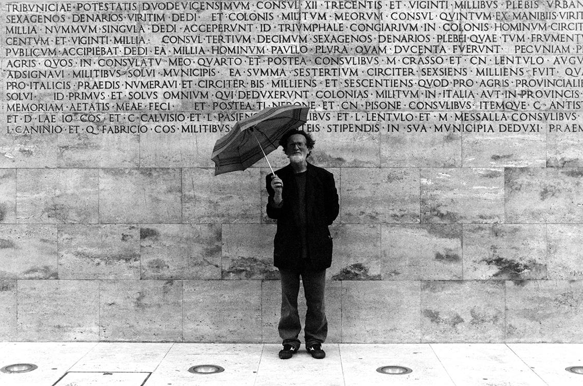 Ritratto Fausto Delle Chiaie corpo intero fotografa Francesca Guarnaschelli